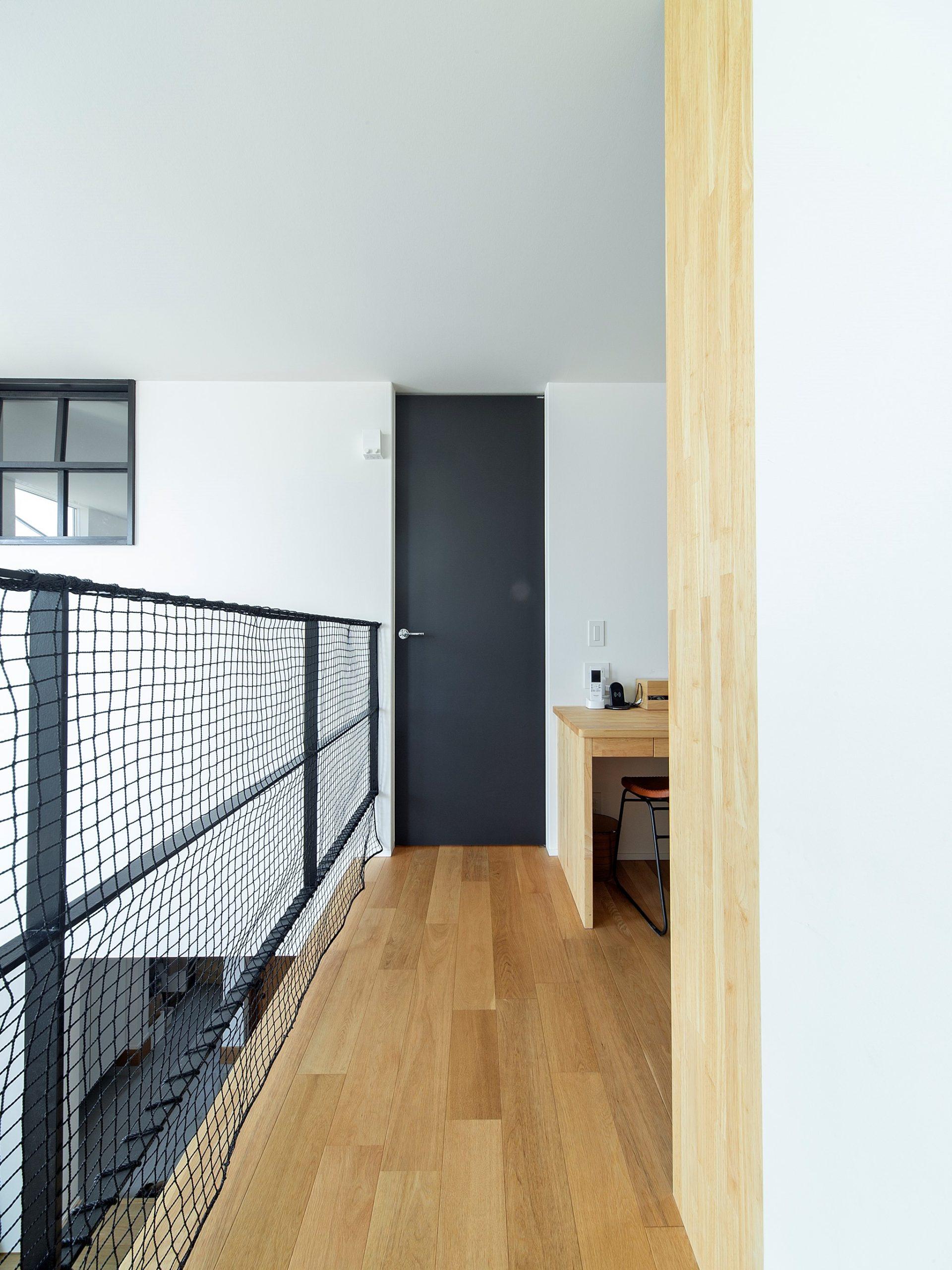 ブラックのドアを印象的に設けています。黒で空間を引き締める。テーマも家づくりで大切にすることです