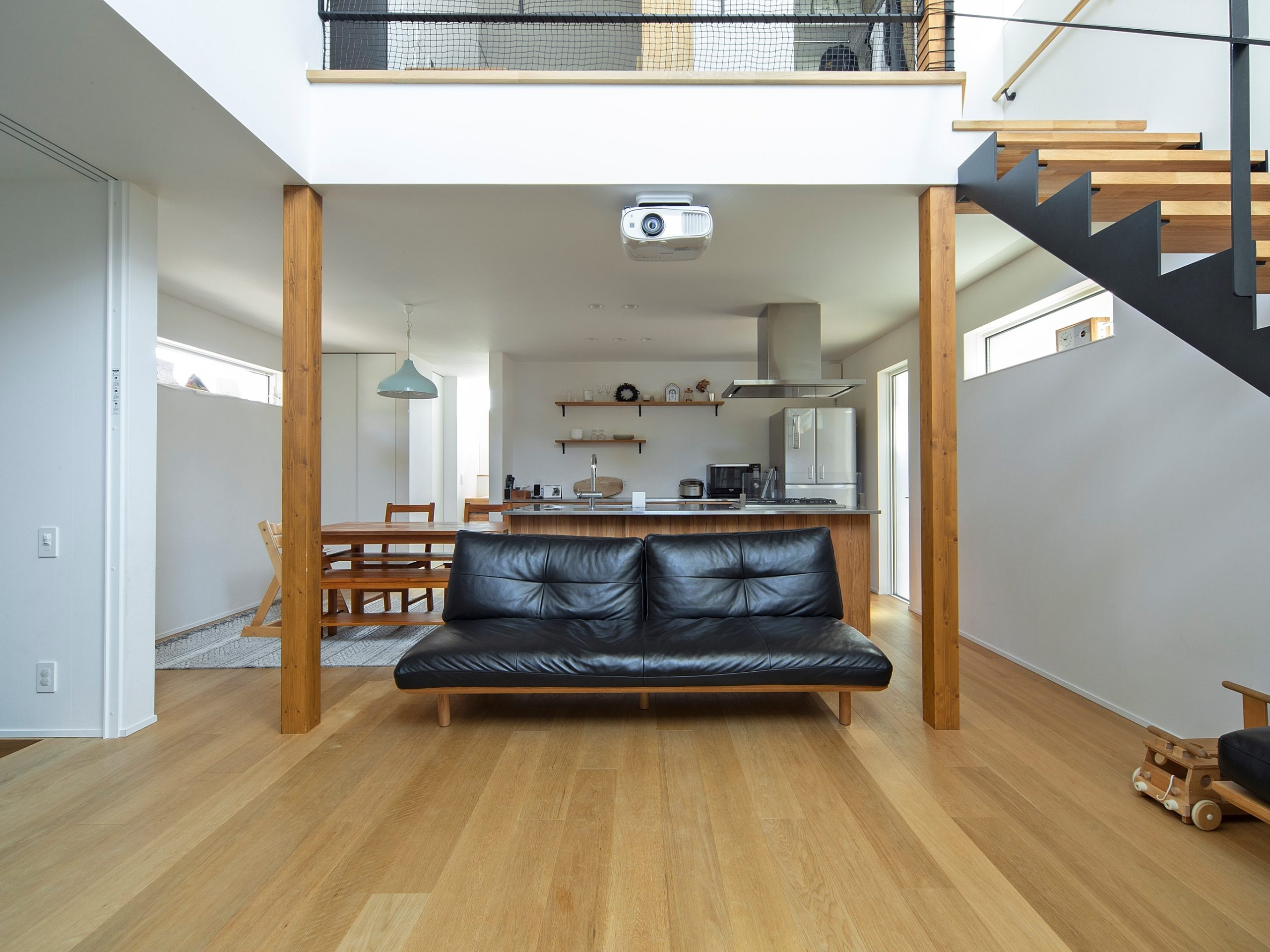 キッチンを中心にした回遊できる動線で空間を快適に