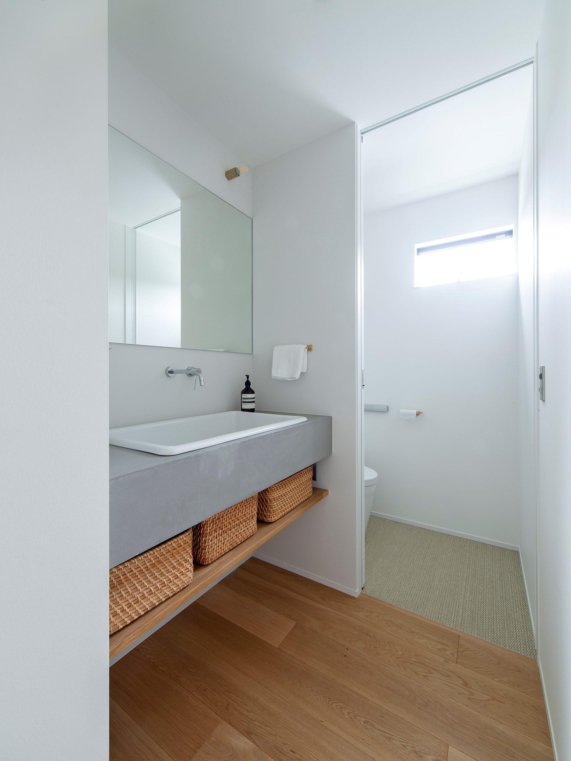 モルタル風塗料のモールテックスを使用した洗面所