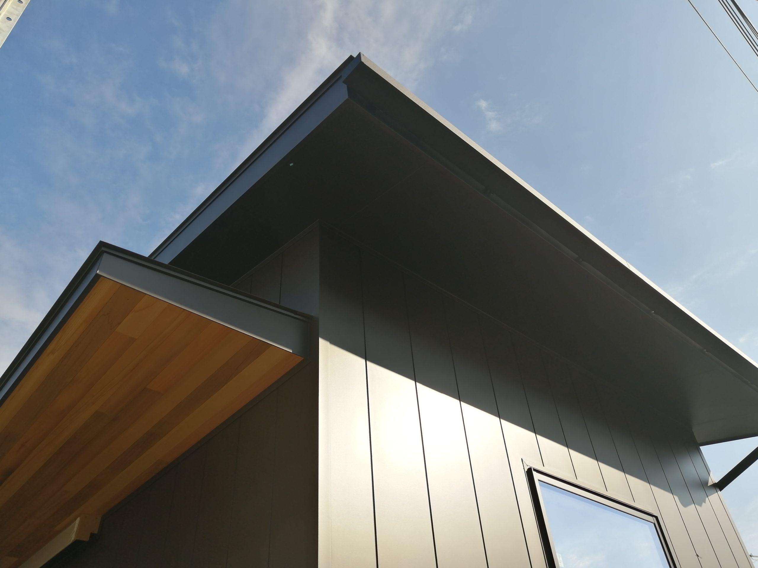 外壁はガルバリウム鋼板を採用